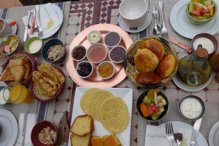 Pequeno almoço em Aubergue Chez Pierre. Preparado na hora.