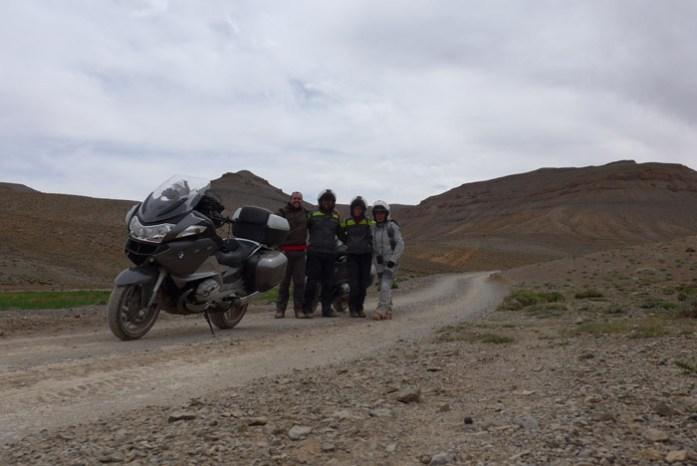 Viagem de mota por Marrocos. Na estrada R704 pelas Gorges du Dadés
