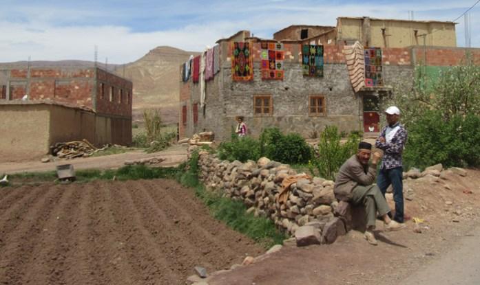 Viagem de mota por Marrocos. Estrada R704 Gorgès du Dadès
