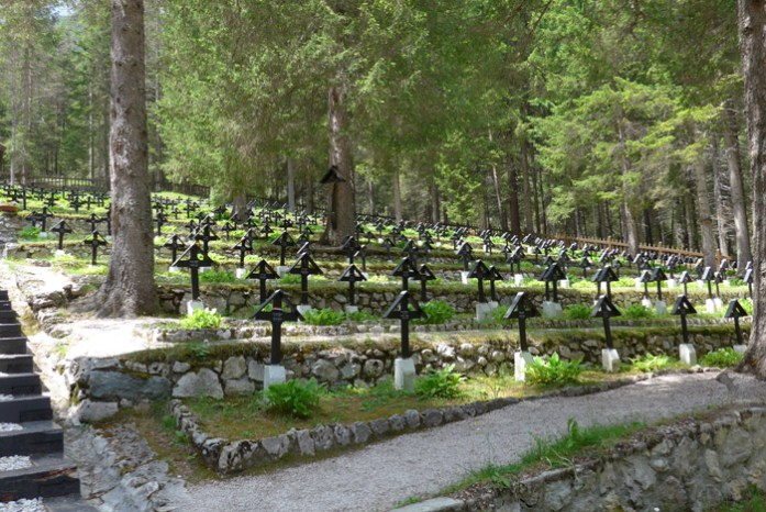 Cemitério da I Guerra Mundial perto do Lago Misurina