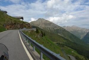 Roteiro de viagem de mota pelas curvas alpinas. JaufenPass. Itália