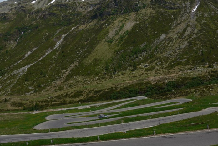 Roteiro de viagem de mota pelas Estradas Alpinas. Splugen Pass. Itália