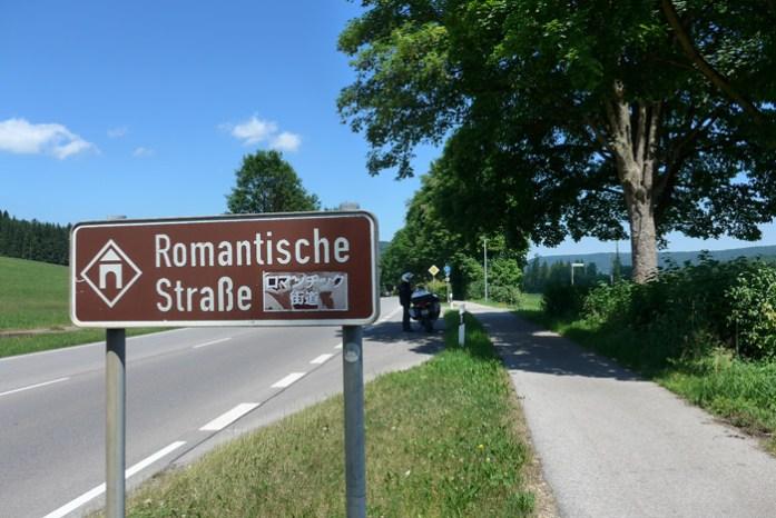 De mota pela Romantic Road na Alemanha.De mota pela Romantic Road na Alemanha.
