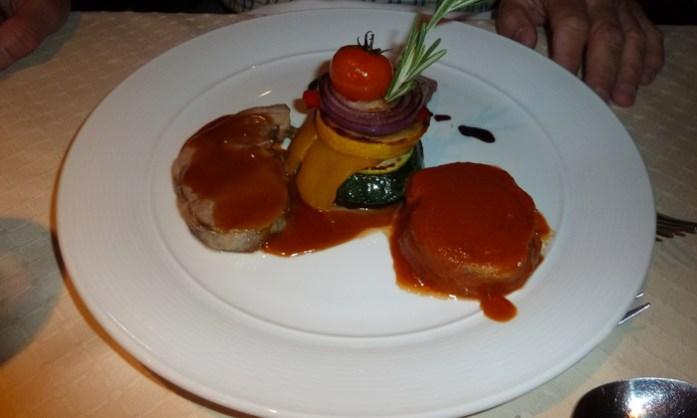 Refeição típica num restaurante local nas Ilhas Lofoten. Noruega