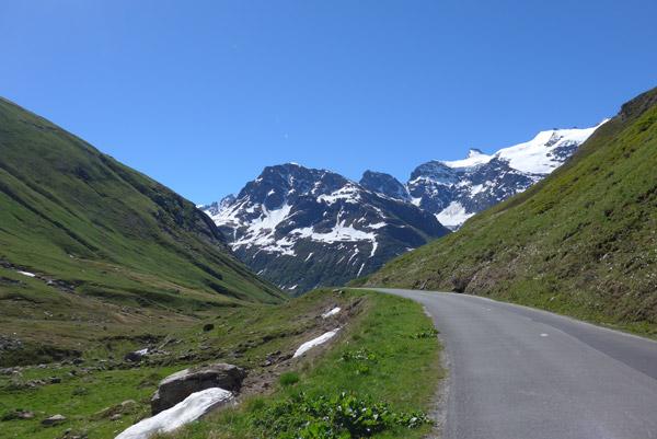 Nos Alpes Franceses, na Col de L'Iseran de mota. Em Bonneval-sur-Arc