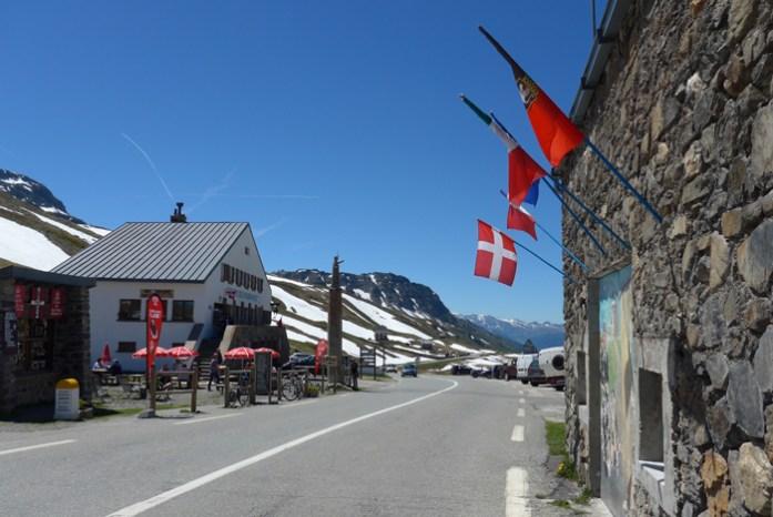 Nas melhores estradas dos Alpes Franceses em Col du Petit Saint Bernard.