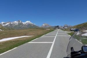 Estradas de Montanha nos Alpes. Col du Petit Saint Bernard.