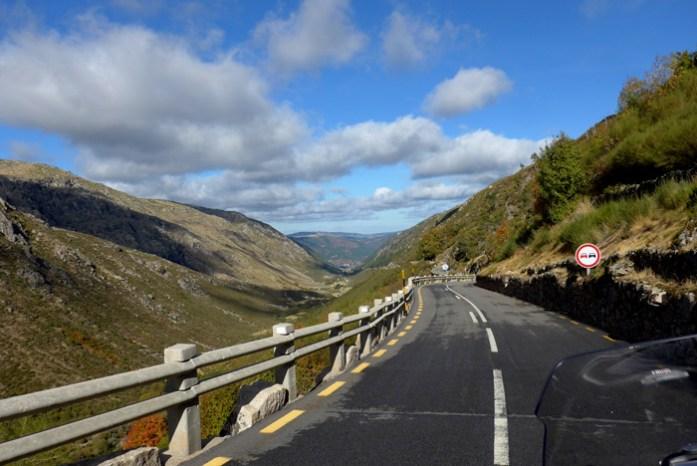 Roteiro de viagem de mota pela Serra da Estrela. Até Manteigas pelo Vale Glaciar do Zêzere.
