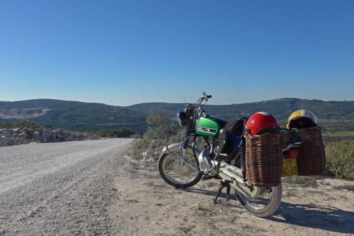 Roteiro nas Serras de Aire e Candeeiros. Entre a pedreira de Vale de Meios e Cabeço das Pombas.