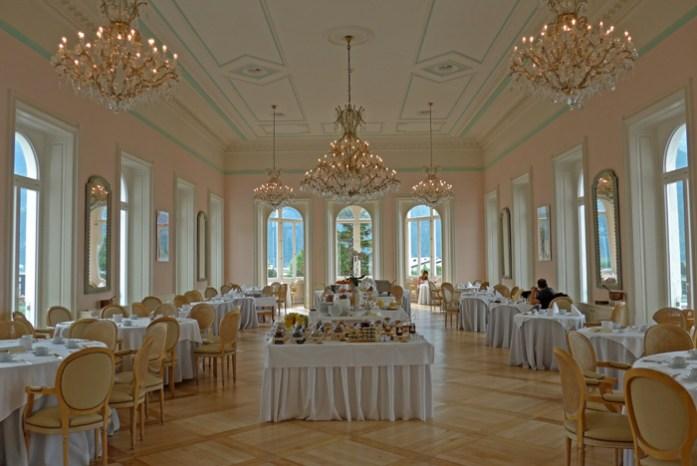Hotel Bernina em Samedan. Arredores de St Moritz. Viagem de mota aos Alpes.