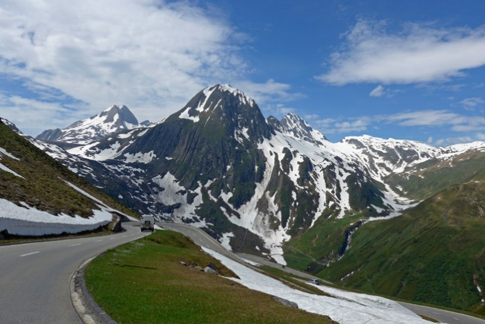 As melhores estradas dos Alpes Suíços na região de Andermatt. Em Nufenen Pass.