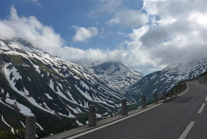 As melhores estradas dos Alpes Suíços na região de Andermatt. Em Furkapass