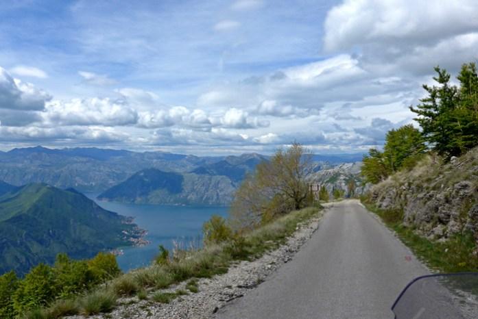 Viagem de mota a Montenegro. Em Kotor Serpentine.
