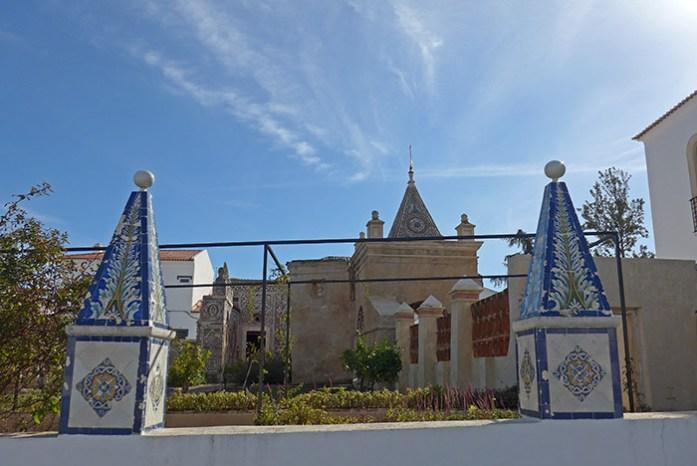 Jardins do Paço Real e Igreja das Conchas. Em Alcáçovas.