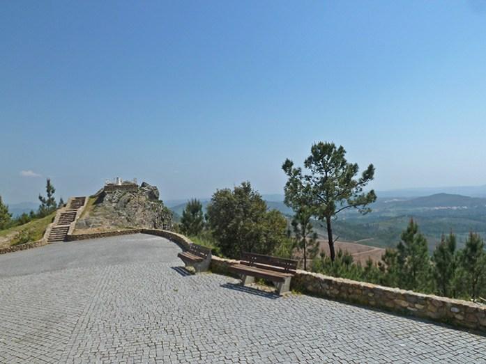 Miradouro de Vila de Rei. Centro Geodésico de Portugal. Estrada N2