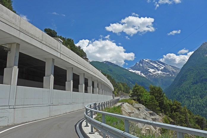 Simplon Pass. A subida a partir de Brig na Suíça