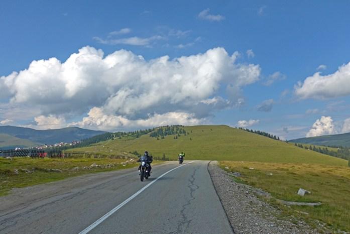 A pequena aldeia de Ranca. Estrada Transalpina. Roménia