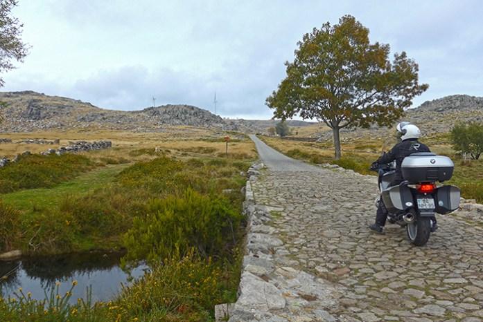 Estrada de acesso a Pedras Boroas do Junqueiro