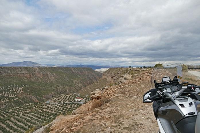 Mirador del Llano de Olivares. Deserto de Gorafe. Viagem de moto pela Andaluzia. Sul de Espanha