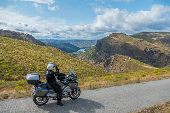 9 percursos panorâmicos menos divulgados para andar de mota no Norte de Portugal
