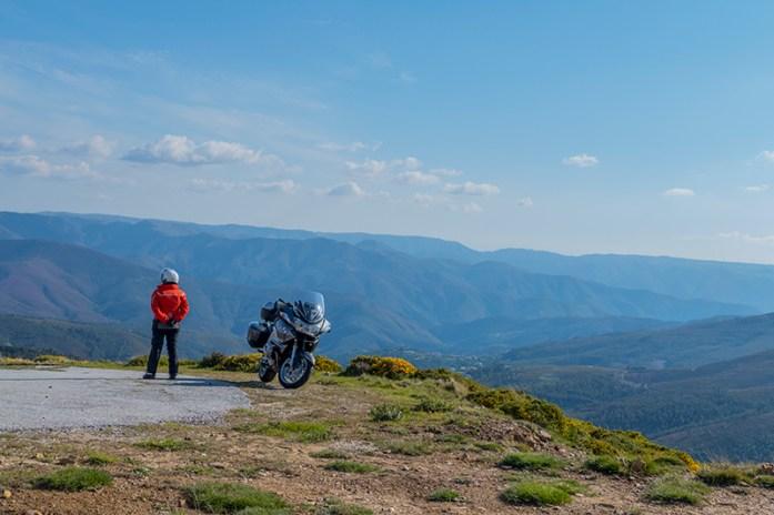 viagem de mota pela Serra de montemuro
