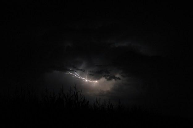 flash-of-lightning-1625380_1920