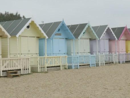 beach-huts-836523_1920