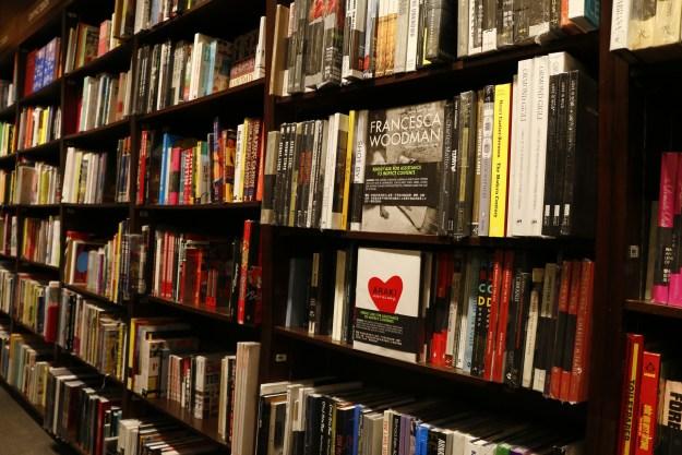 bookstore-1315560_1920