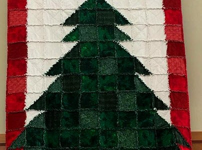 'Wrap Yourself in Christmas' quilt