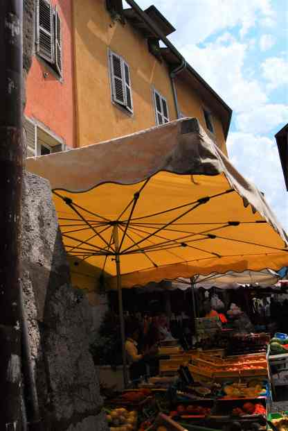 The streets of the old town fill up with vendors of all sorts on market days