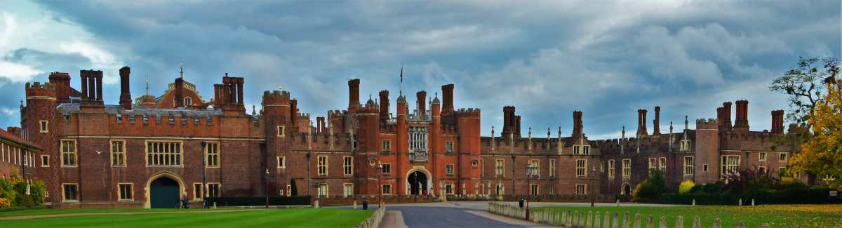 A Day In Hampton Court Palace - A Taste of Henry XVIII's Tudor Court