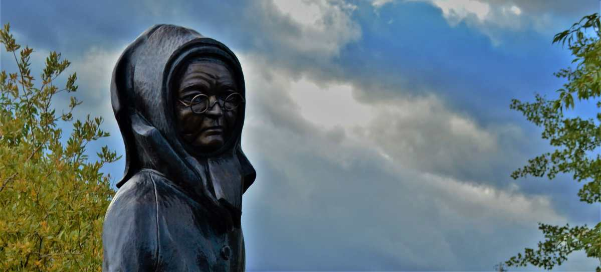 Statue of Doc Susie in Fraser