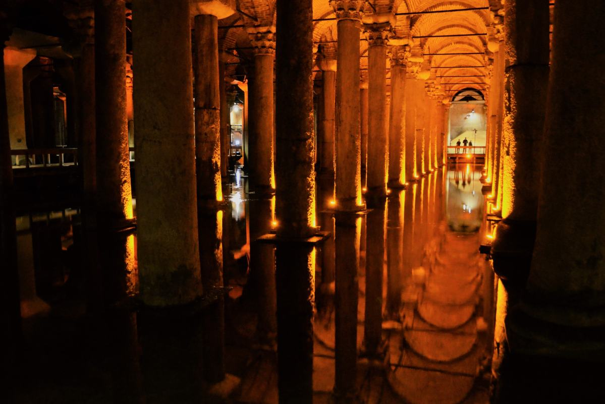 PhotoPOSTcard: Experience the Atmospheric Basilica Cistern in Istanbul