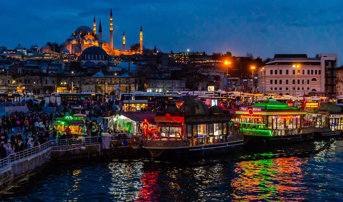 PhotoPOSTcard: The Magic Hour In Istanbul