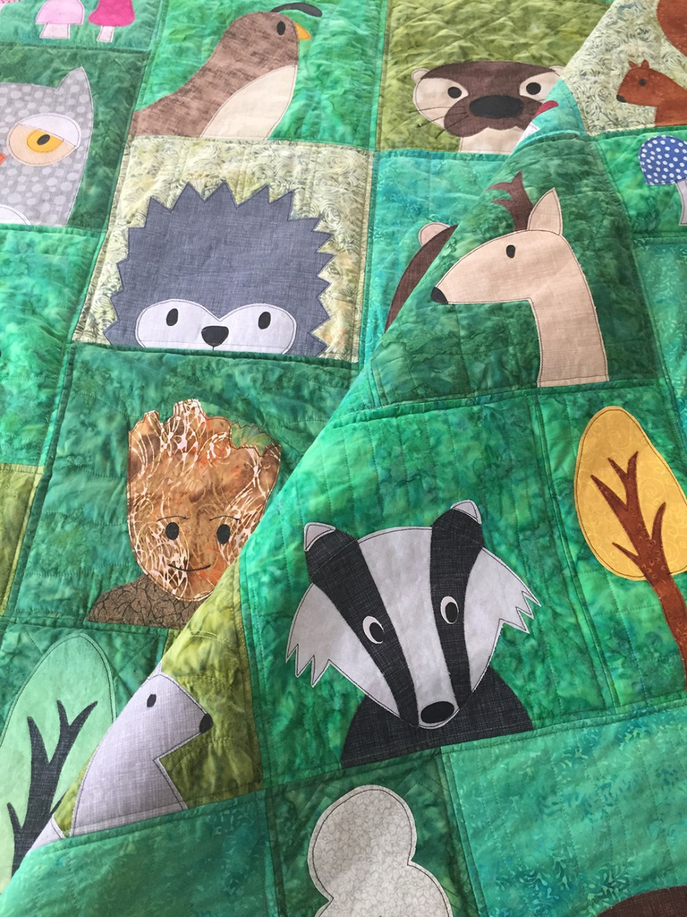 photo of a quilt made with applique animals