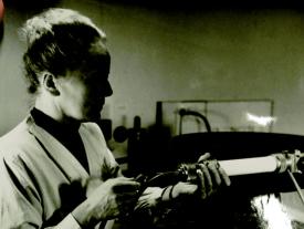 Ida Noddack en un experimento