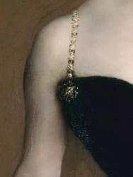 Detalle de Madame X (Madame Pierre Gautreau), de John Singer Sargent, 1884, mostrando saponificación en el vestido negro.