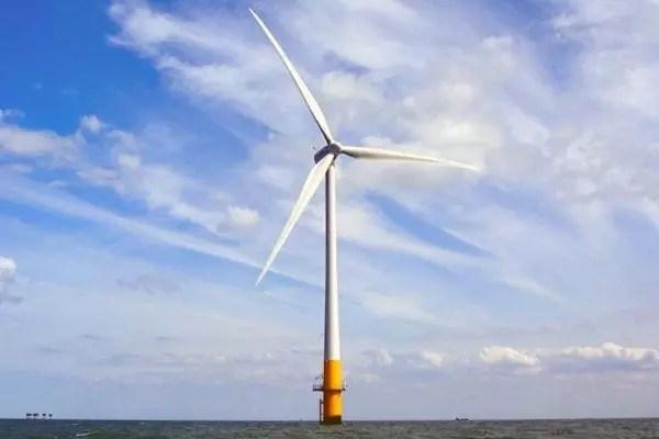Una turbina eólica marina, parte del emplazamiento del parque eólico London Array, situado en el estuario exterior del Támesis, a unas 70 millas al este de Londres.