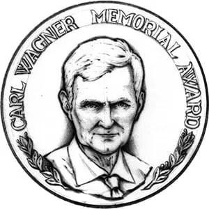 El Premio Conmemorativo Carl Wagner se estableció en 1980 para reconocer los logros a mitad de carrera, la excelencia en las áreas de investigación de interés de la Sociedad y las contribuciones significativas en la enseñanza o la orientación de estudiantes o colegas en la educación, la industria o el gobierno.
