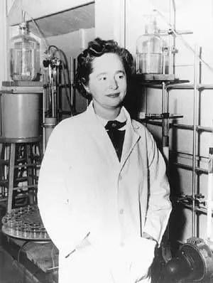 Una joven Elion en un laboratorio