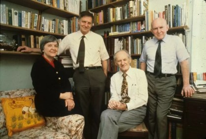 Stephanie Kwolek y otros miembros del grupo de DuPont que desarrolló el Kevlar. De izquierda a derecha: Kwolek, Herbert Blades, Paul W. Morgan y Joseph L. Rivers Jr.