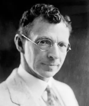 William Coolidge, inventor estadounidense (1873-1975). Desarrolló el método para hacer el tungsteno dúctil, inventó el tubo de rayos X termiónico