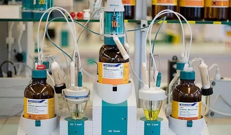 Equipo titulador de Karl-Fischer para dos muestras, marca Metrohm