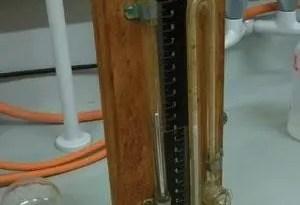 Los manómetros Anschütz todavía se pueden encontrar en los laboratorios del University College London