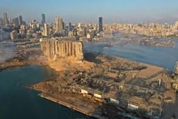 Aspecto del puerto de Beirut después de la explosión