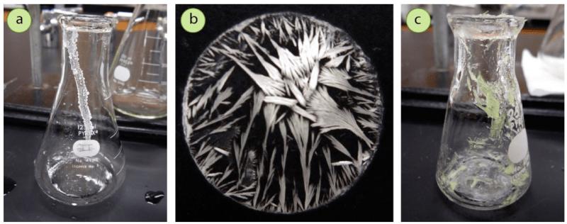 Figura 2: a) Raya de sólido (ácido benzoico) de un goteo evaporado en el exterior de un matraz, b) Un magnífico patrón de cristales de un goteo evaporado en la mesa de trabajo, c) Sólido residual (benzil) en un matraz después de la recogida por filtración por succión.