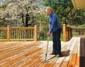 Applying Stain - Deck Staining - quinju.com