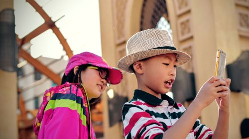 Crianças Tirando Selfie