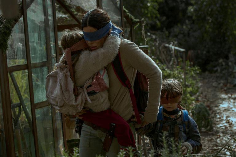Crítica | Sandra Bullock faz um papel memorável, mas Caixa de Pássaros peca no ritmo.