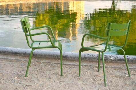Stolarna på plats i Jardin du Luxembourg. Bilden har jag fått låna av Nicole Robertson som har den fina bloggen Obvious State.
